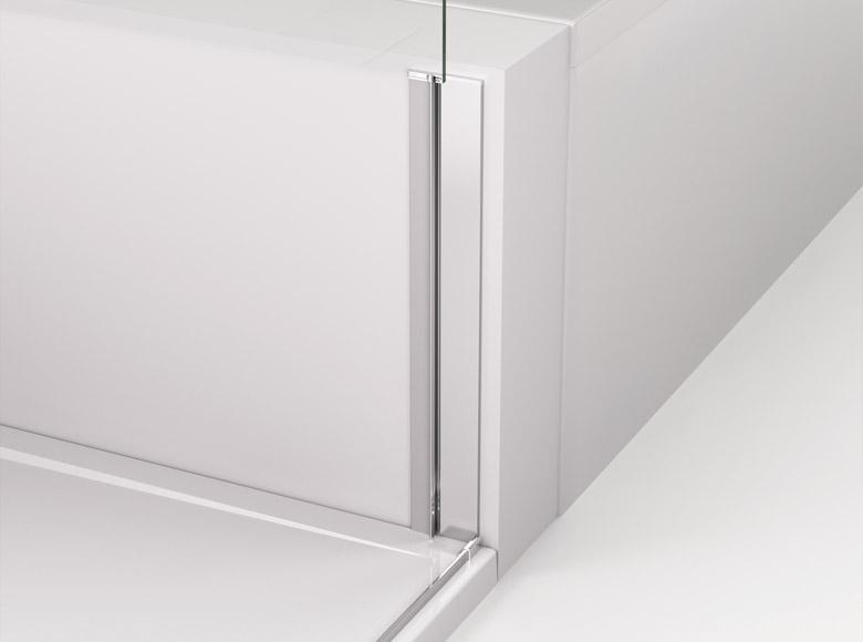 Detail predného zvislého profilu pri skrátenej bočnej stene montovanej z boku vane, na ktorý sa nasadzuje magnetické tesnenie