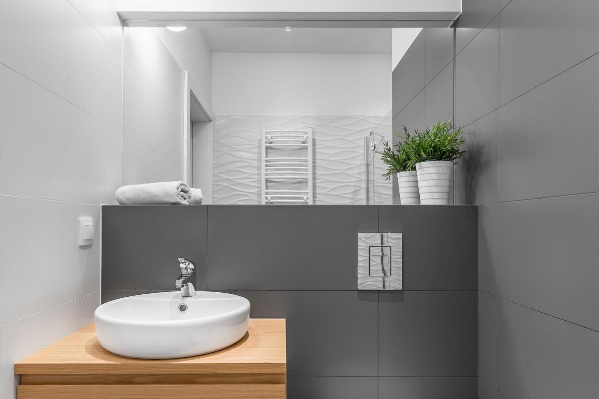 Windowless bathroom: how to design it?