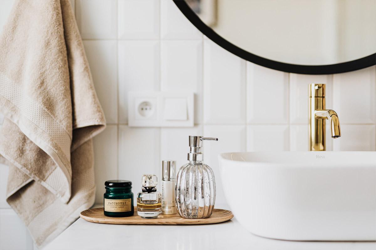 Bílá koupelna – je to o doplňcích